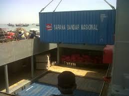 Pengangkutan container di kapal pelni